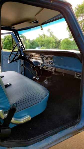 1967 f-s250 with original ford tooling dash pad